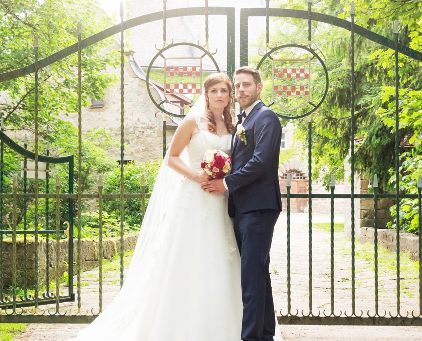 Brautpaar vor der Burg