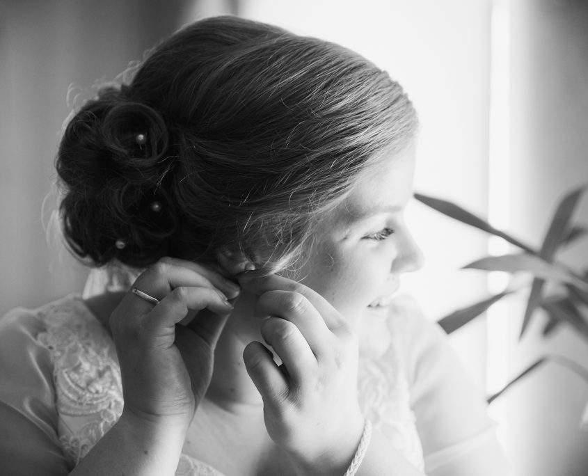 Aufnahme beim getting ready der Braut